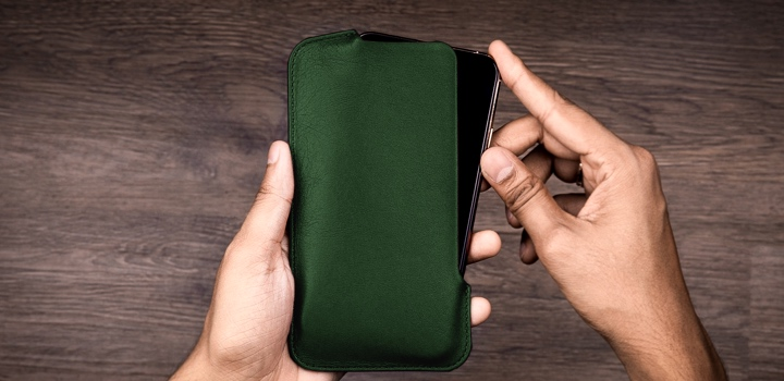 iPhone 11 Pro Max Pouch - Dark Green - Smooth Leather