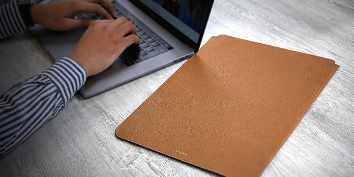 """MacBook Pro 16"""" protective case - Tan - Granulated Leather"""